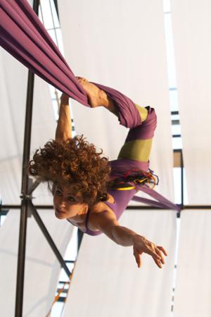Partecipa all'Infinity retreat: assisterai anche a uno show di circo contemporaneo