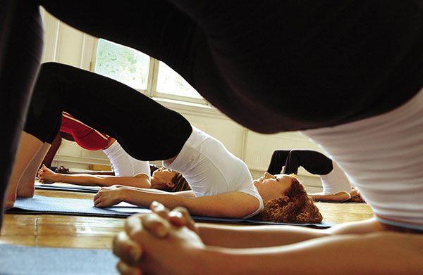 L'abbigliamento Yoga e Pilates deve essere comodo per eseguire le posizioni