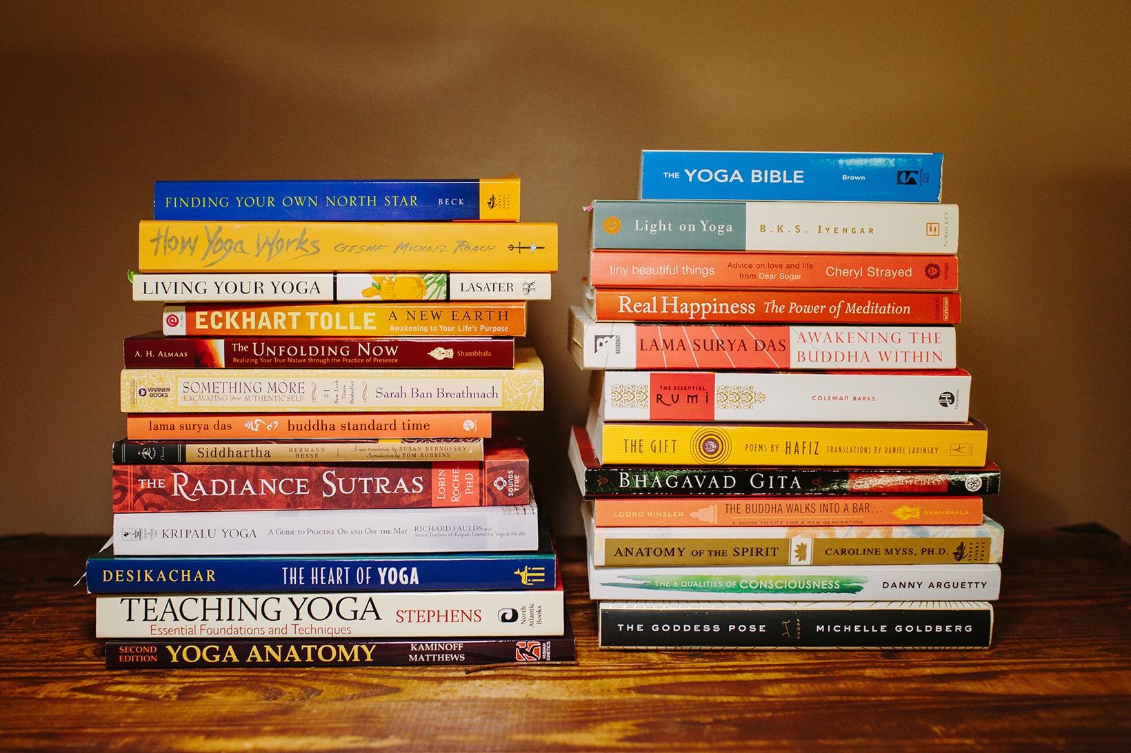 Una selezione dei 10 migliori libri sullo yoga che ogni yogi dovrebbe leggere