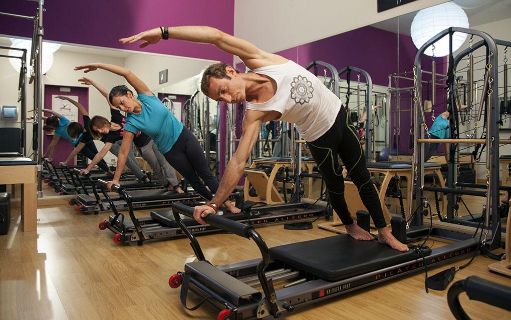 Il Pilates reformer è un attrezzo molto versatile